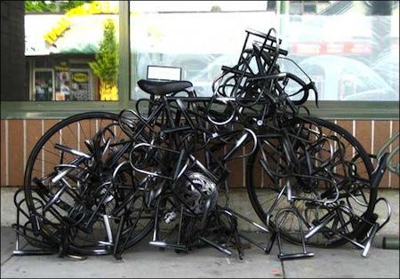 http://www.thorpepark-parklife.co.uk/wp-content/uploads/2014/03/lots+of+locks.jpeg